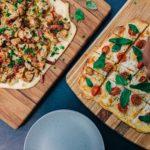 ピザは何で食べるのが正解?手、フォークとナイフ、箸まで